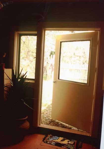 studiodoor.jpg (21721 bytes)